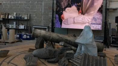 Torino, una scultura di Paolini con il marmo dei lavori alla Cupola della Sindone     video