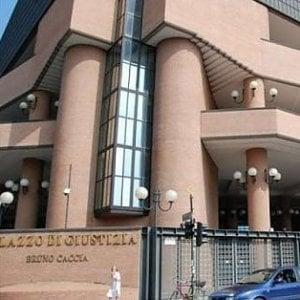 Torino, stalker offre 1500 euro, vittima li rifiuta. Ma per giudice la cifra è congrua, e lo assolve