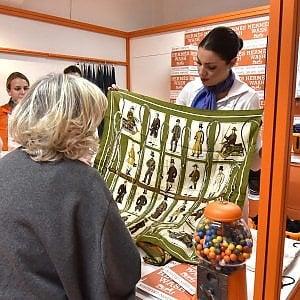 Torino, Hermes il negozio che rinnova i foulard con le sue speciali lavatrici