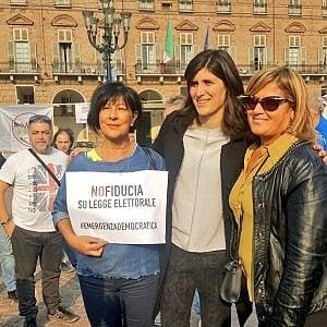 Torino, mobilitazione Cinque  Stelle con la sindaca  contro il Rosatellum