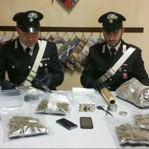 Ivrea, giovane arrestato per droga: aveva in casa un chilo di marijuana