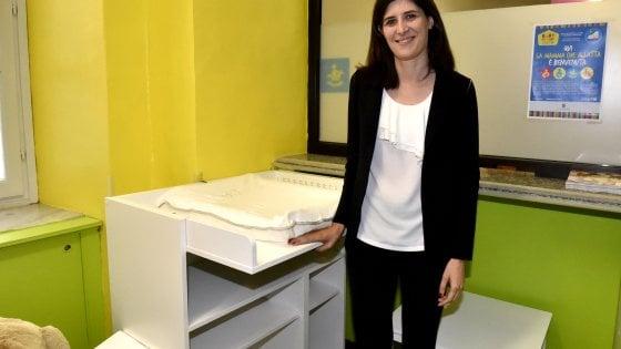 Torino, Appendino inaugura il fasciatoio pubblico in Comune