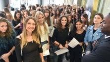 Torino: casting, aspiranti modelle in coda per ore davanti a Oviesse