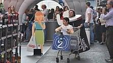 In via Roma a Torino la sfida tra i carrelli della spesa