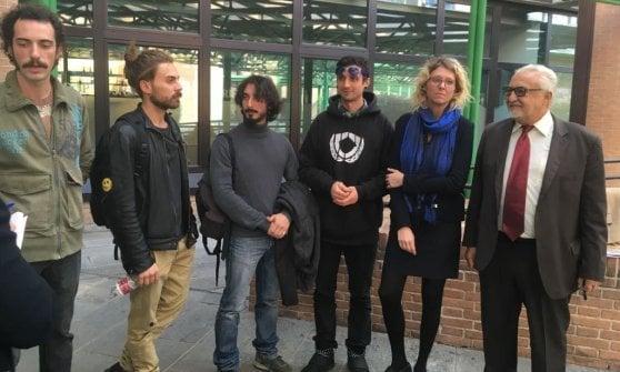 """Torino, sei rider fanno causa a Foodora: """"Eravamo dipendenti, licenziati illegalmente"""""""