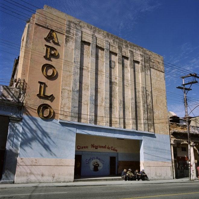 """""""Cines de Cuba"""", nelle fotografie Carolina Sandretto un viaggio nostalgico tra i cinema dell'isola di Fidel"""