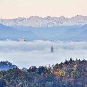 Nebbia sulla città inquinata, ma domenica pomeriggio dovrebbe arrivare il vento