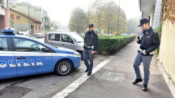 Torino, uomo ucciso a colpi di pistola a Pozzo Strada. Un proiettile finisce dentro una casa