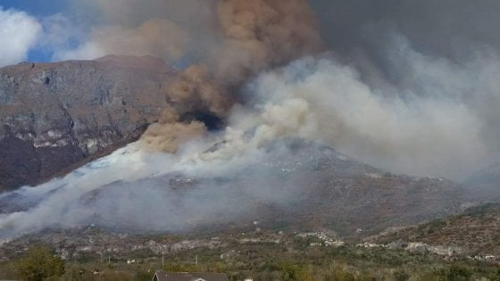 Incendio in Val Susa, salvata un'anziana in un casolare