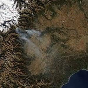 La Valsusa brucia ancora: case evacuate a Caprie e Rubiana, salvata una donna