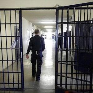 Torino, ergastolano approfitta della licenza premio per evadere: stava scontando un omicidio