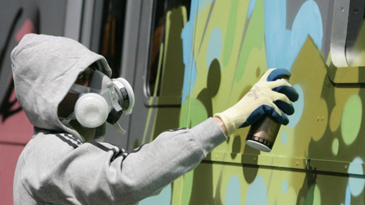 Biella writer tredicenne rischia di essere investita dal treno mentre dipinge graffiti - Aste immobili biella ...