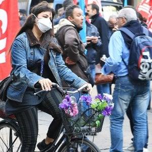 Per il terzo giorno di fila il fumo dei roghi rende irrespirabile l'aria di Torino