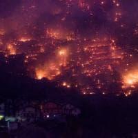 Scenario apocalittico in Valsusa, le fiamme scendono verso i paesi