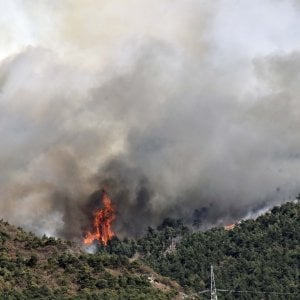 Incendi in Piemonte, dopo la grande paura gli abitanti di Mompantero tornano a casa