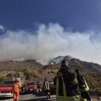 Biella, quindicenne preso mentre appicca il fuoco ai boschi: