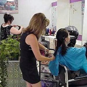 Torino parrucchieri in crisi tra clienti in picchiata e for Arredamento parrucchieri low cost