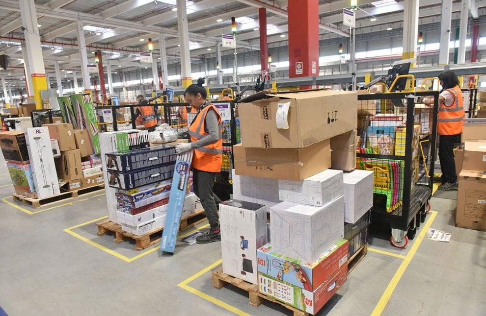 Vercelli, ecco il gigantesco magazzino-stabilimento di Amazon