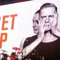"""Torino, cinquemila applausi al Pala Alpitour per la """"maratona"""" di Bryan Adams"""