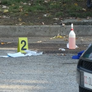Torino, coniugi benzinai feriti gravemente a colpi di pistola per una rapina da 100 euro