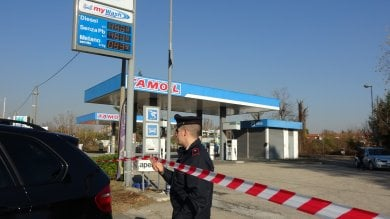 Torino, marito e moglie benzinai feriti  a colpi di arma da fuoco per una rapina