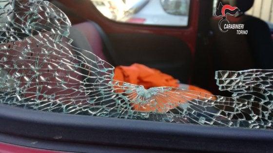 Spara ad un'auto dopo un sorpasso azzardato: ex guardia giurata in manette