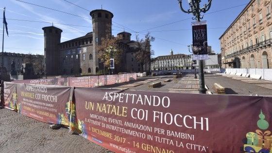 Torino il logo fascista sulle bancarelle di natale for Mercatini torino oggi
