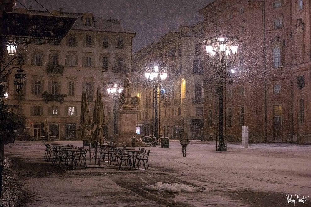 Torino, ecco la magia della sera durante la nevicata