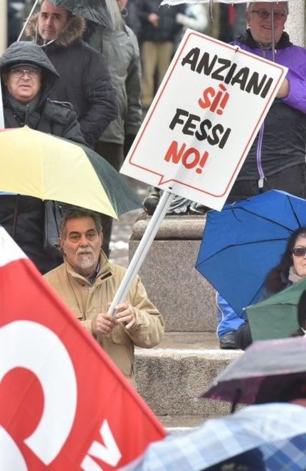 """Torino, i lavoratori in corteo per le pensioni: """"Siamo in 25 mila"""""""