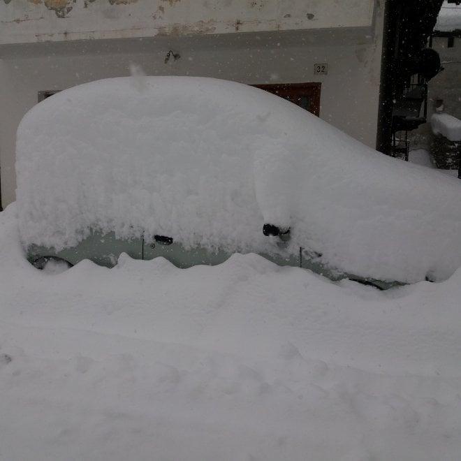 Prali, il paese sotto un metro di neve