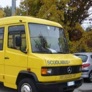 Bambino dimenticato per cinque ore sullo scuolabus fermo
