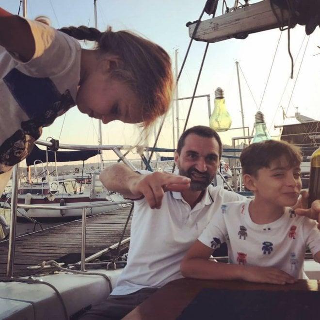 Papà, mamma, due figli e la barca: ecco la famiglia che salperà le ancore