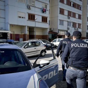 Torino, per vendetta si schianta contro un bus con l'auto della sua ex e poi picchia l'autista
