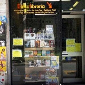 Torino, tenta di rapinare all'alba un edicolante: messo in fuga con lo spray urticante