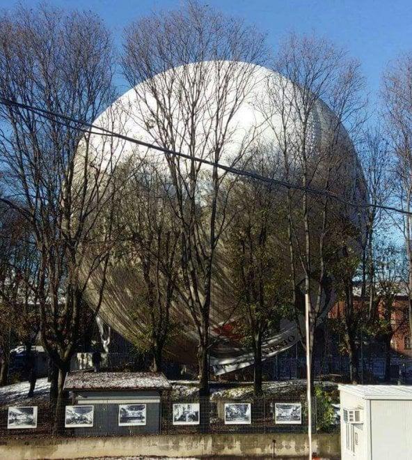 Torino, guasto tecnico, la mongolfiera di Borgo Dora si è afflosciata