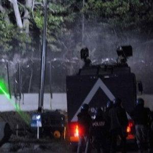 Lanciavano petardi contro la polizia, tre attivisti No Tav arrestati al cantiere di Chiomonte