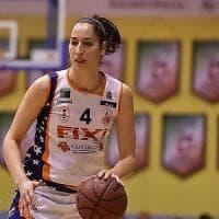 Torino: colpo proibito nella sfida tra donne, cestista sviene in campo
