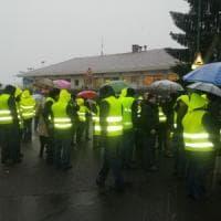 Torino, in sciopero i dipendenti Amiat dopo le sassate e i feriti: