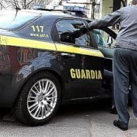 Torino, auto civetta con un arrestato a bordo si schianta a un incrocio: