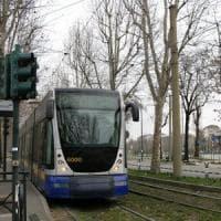 Donna investita dal tram 10 in corso Agnelli, nel giorno dello sciopero
