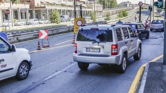Corso Grosseto, cantiere bloccato: nel cavalcavia da abbattere c'è l'amianto