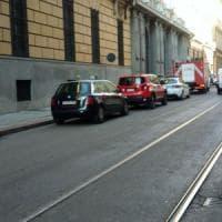 Cede il pavimento, evacuata filiale della banca Unicredit nel centro di