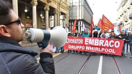 Torino, crisi Embraco: l'azienda ritira la denuncia contro lavoratori e sindacalisti per i presidi ai cancelli