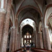 Asti, minaccia e aggredisce l'ex convivente in chiesa: arrestato per stalking