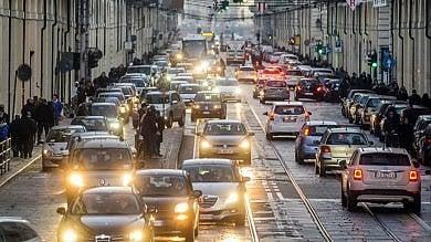 Torino, ipotesi road pricing per ridurre gli attraversamenti del centro: nel mirino 31mila veicoli