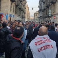 Torino, settimana di protesta: anche i commessi in