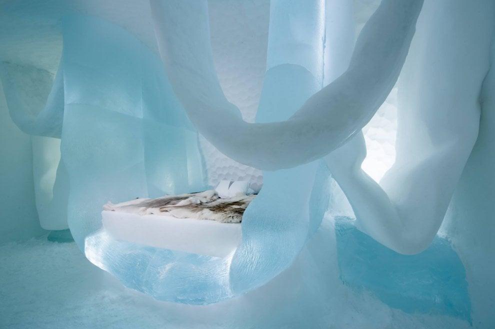 Dalla Valsusa al Polo Nord: uno scultore italiano per la suite di ghiaccio appesa al soffitto
