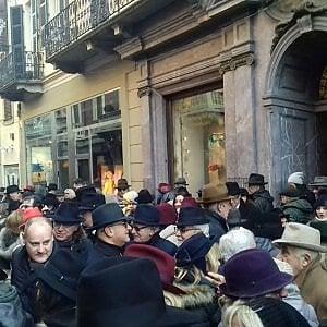 negozio del Regno Unito grande sconto per diversamente Alessandria saluta l'anno nuovo con in testa il cappello ...