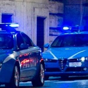 Torino, dinamitardo incappucciato fa esplodere un ordigno vicino all'auto di un artigiano