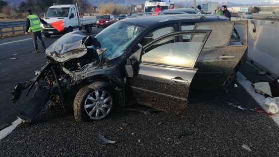 Rivoli, tamponamento in tangenziale: tre auto coinvolte, cinque feriti